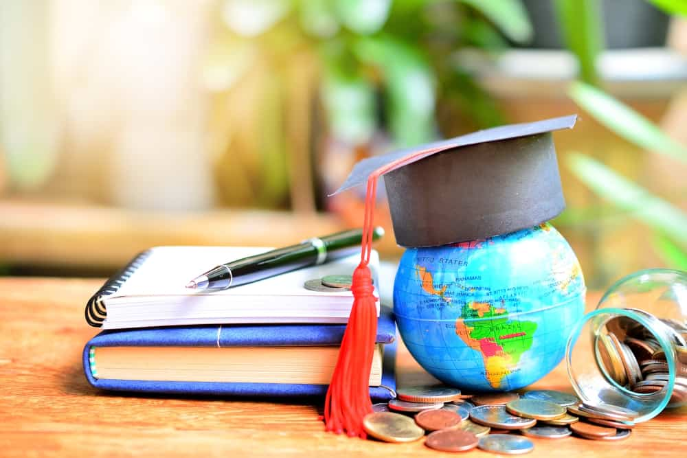 Universities that offer scholarships to international students in USA